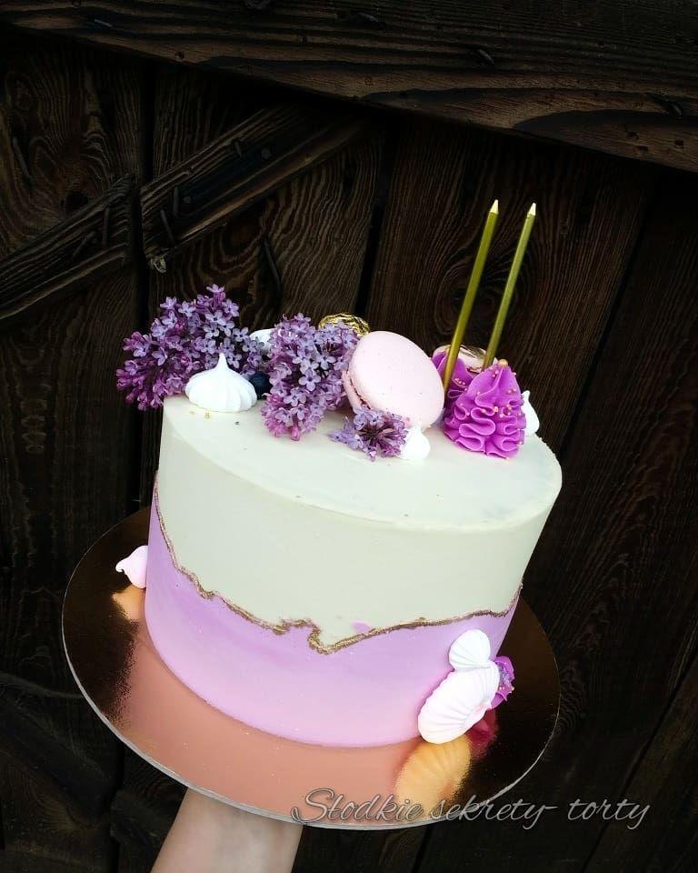 Lilac Violet Woman Birthday Cake Fajnie Miec Urodziny W Maju Mozna Dostac Tort Z Kwiatami Bzu Smakuje Wyglada A Jeszcze Pachnie Cake Desserts Food