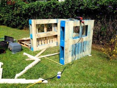 kleines haus f r die kinder von paletten 2 palette pinterest kleines h uschen kinderhaus. Black Bedroom Furniture Sets. Home Design Ideas