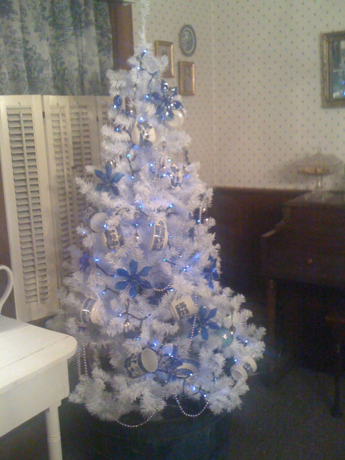 White tree with blue willow cups for ornaments by patty blue and white tree with blue willow cups for ornaments by patty izmirmasajfo