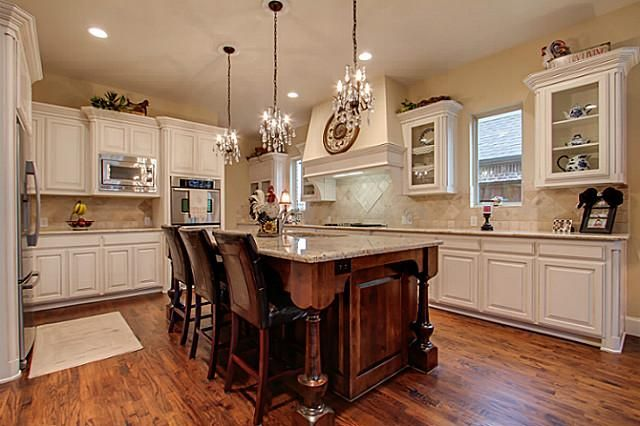Use Of Mini Chandeliers As Pendant Lights For Kitchen Over Island