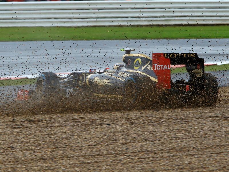 Romain Grosjean spins at the end of Q2 for the 2012