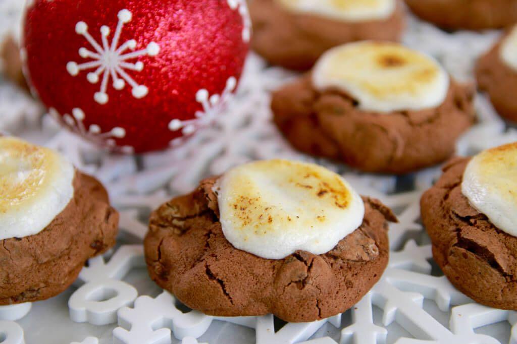 Hot Chocolate & Toasted Marshmallow Cookies #chocolatemarshmallowcookies