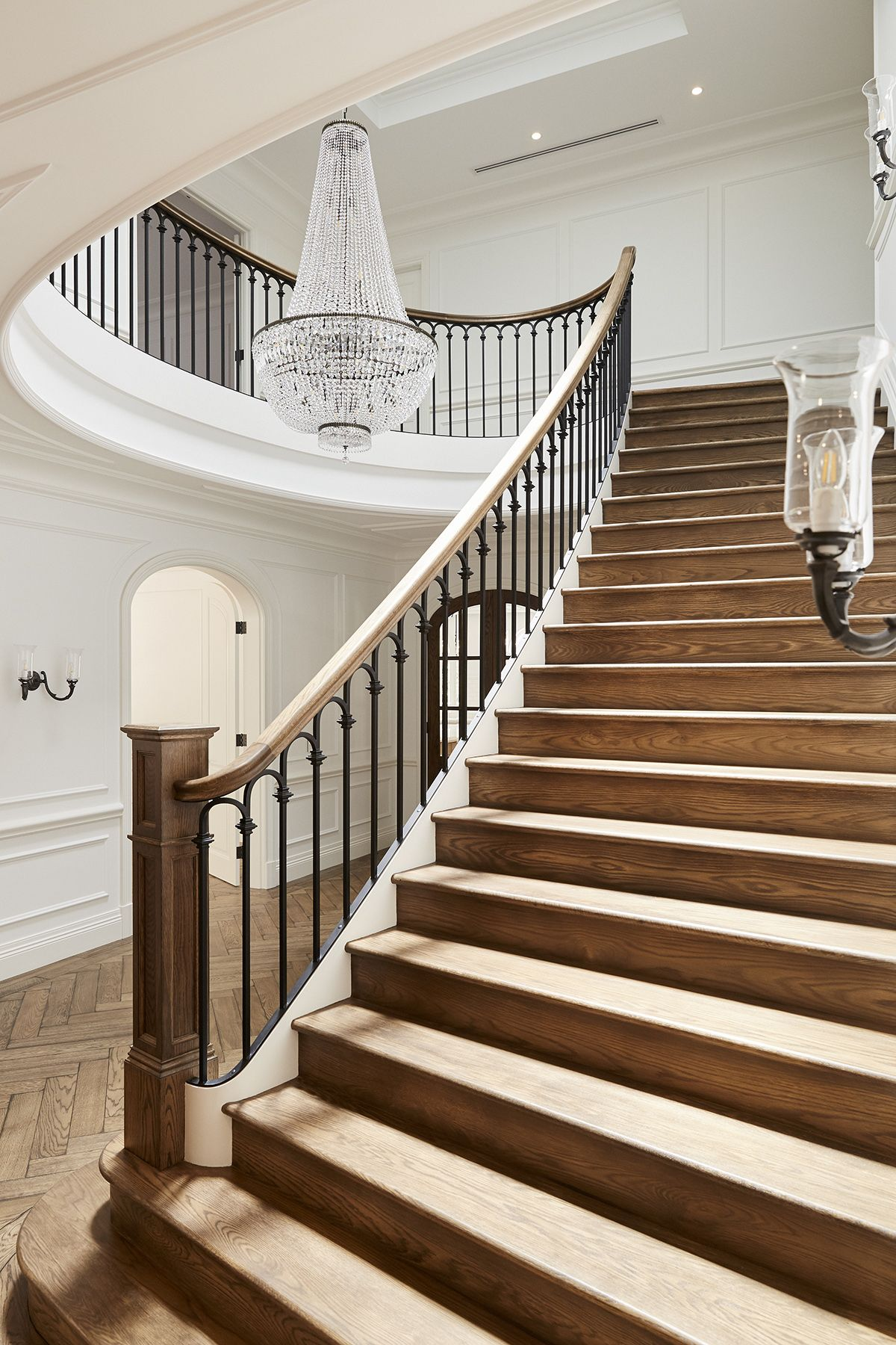 Best Staircase American Oak Continuous Rail Curved Stair 640 x 480