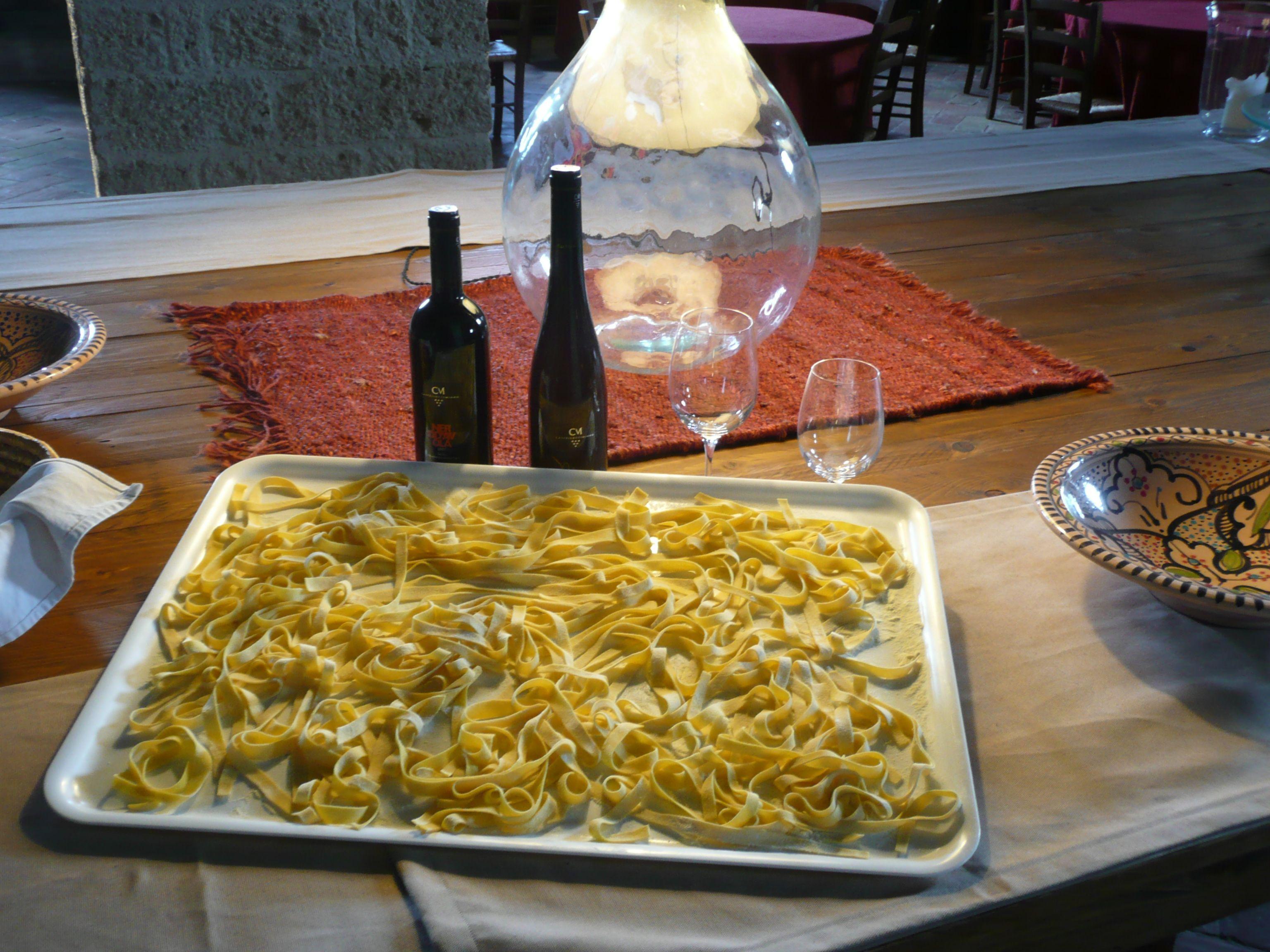 Un Charmant Restaurant Installe Dans L Ancien Grenier Aux Arcs Voutes Une Cuisine Raffinee Inspiree Des Pro Gastronomie Italienne Gastronomie Cuisine Raffinee