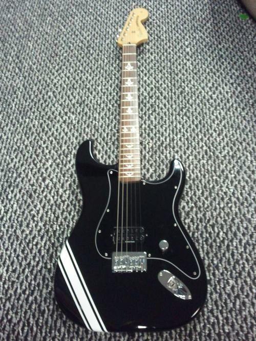 signature model fender tom delonge of blink 182 stratocaster in fender tom delonge stratocaster