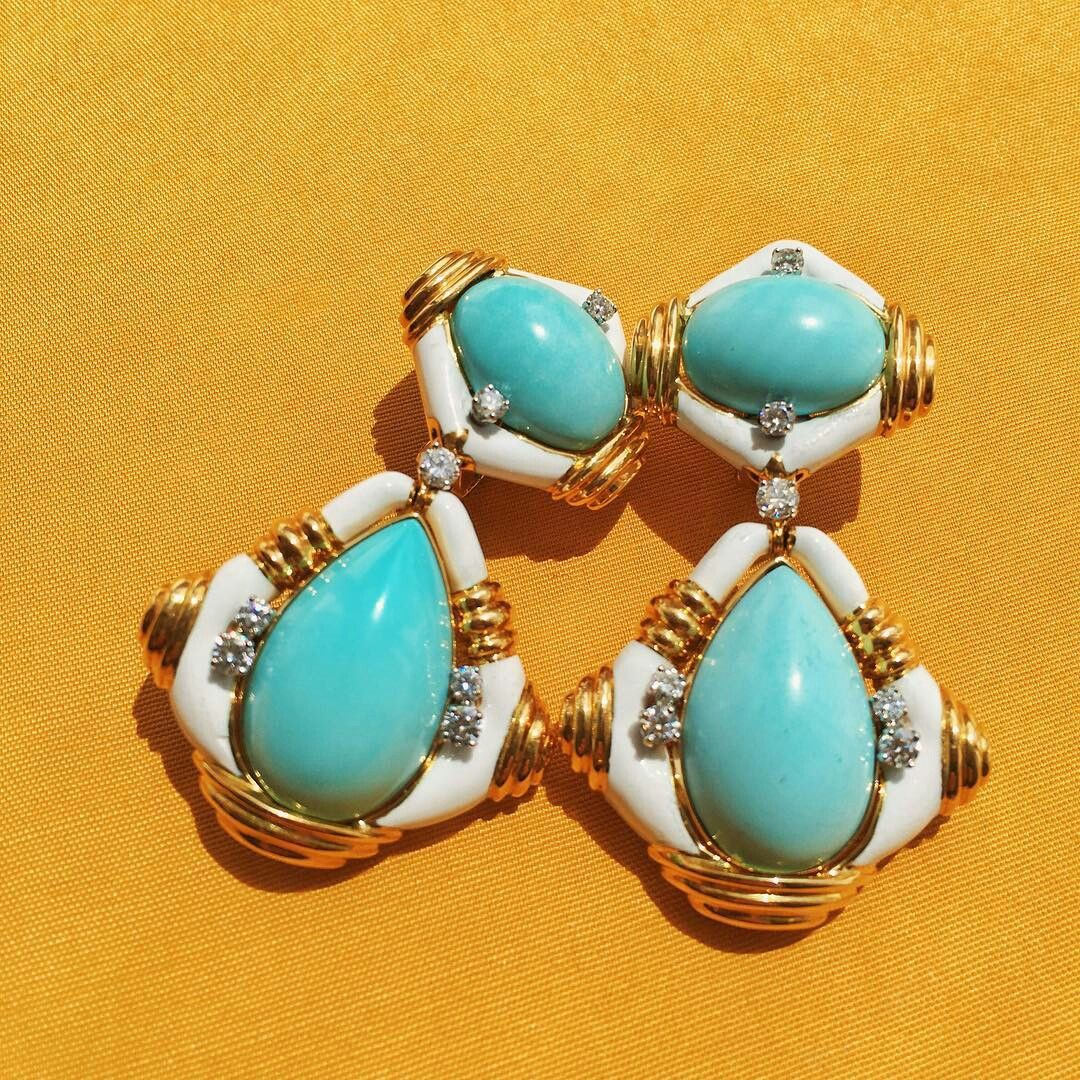 @Davidwebbjewels with Blue skies, sunshine, and a dollop of white clouds embodies these turquoise and white enamel earrings.