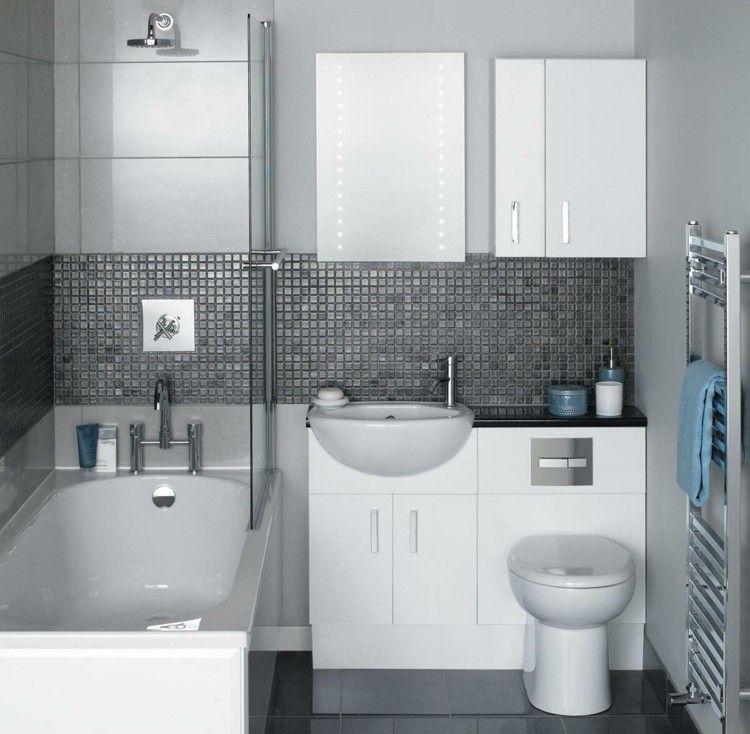 Monochrome Badezimmer Einrichtung in Weiß und Grau | master ... | {Badezimmer fliesen mosaik grau 5}