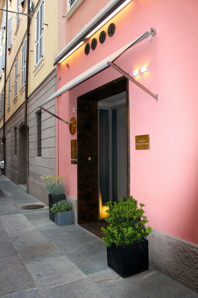 Ecco i migliori 10 ristoranti di design al mondo: al primo posto l'Italia, con l'Osteria Francescana guidata dallo chef Massimo Bottura. Situato a Modena, ha conquistato il primo posto, oltre che per la sua cucina sublime, anche per la location.