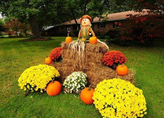 Amazing fall yard decorations 13 fall yard decor fall for How to decorate front yard for thanksgiving