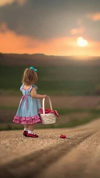 الغياب والخصام كلاهما يميز بين من يحبك حقا وبين من اعتاد علي وجودك في حياته فقط Little Girl Photos Cute Kids Photography Beautiful Children