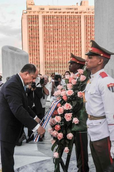 Luis Guillermo Solís rindió homenaje al Héroe Nacional Cubano, José Martí