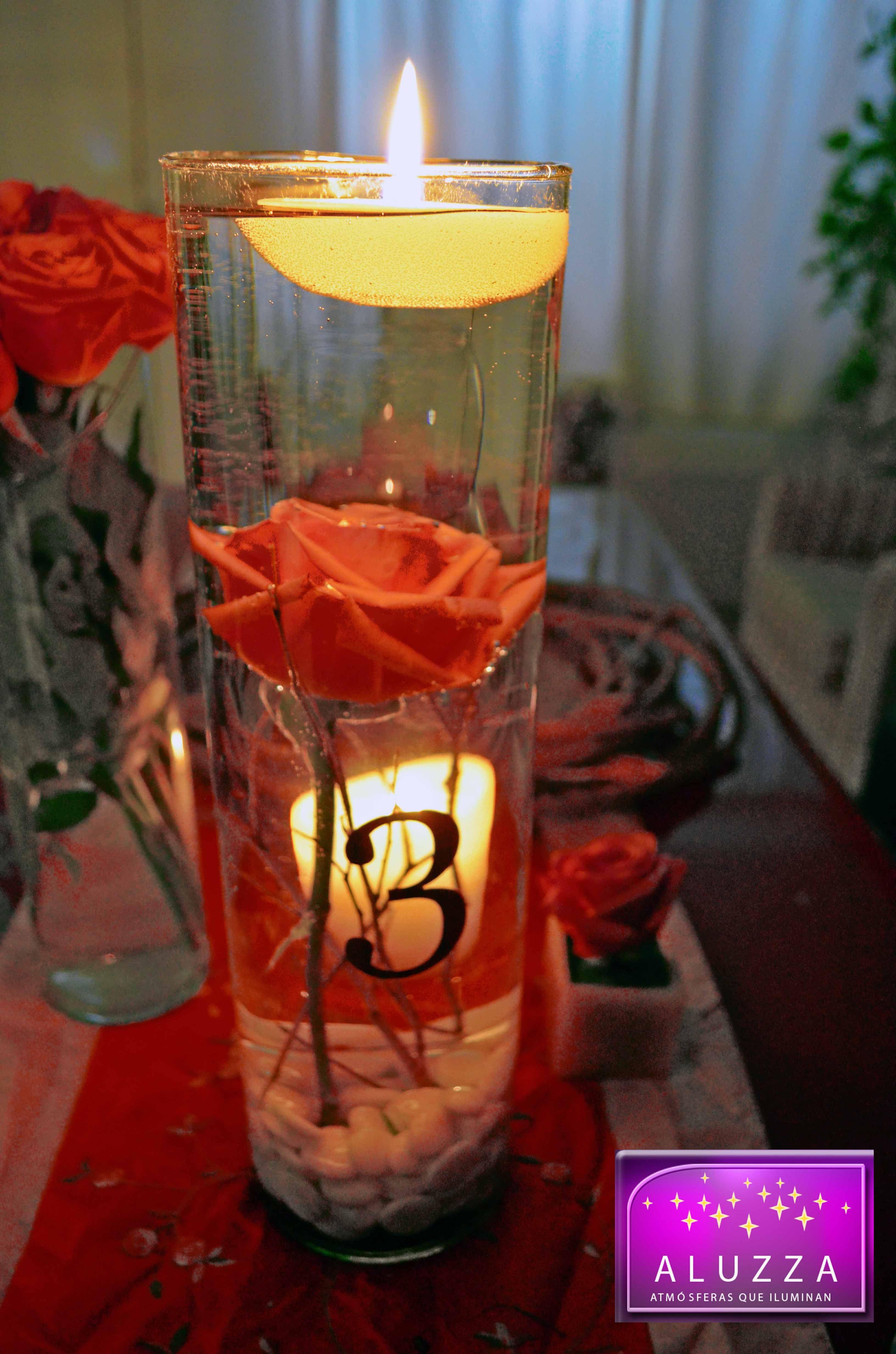 Centro de mesa con velas flotantes y flores sumergidas aluzza centros de mesa aluzza pinterest - Centro mesa velas ...