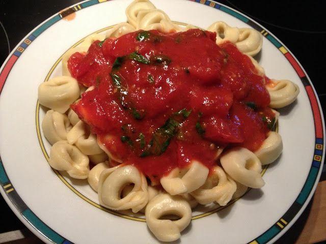 Italienisches Essen ist immer super. Findet wohl auch Veganée denn diese Tortellini mit Tomaten-Basilikum-Soße sind wohl das beste Beispiel