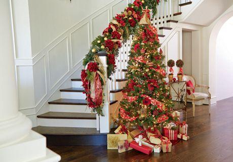 HOME DECOR  FLORAL christmas Pinterest Wall trim, Christmas