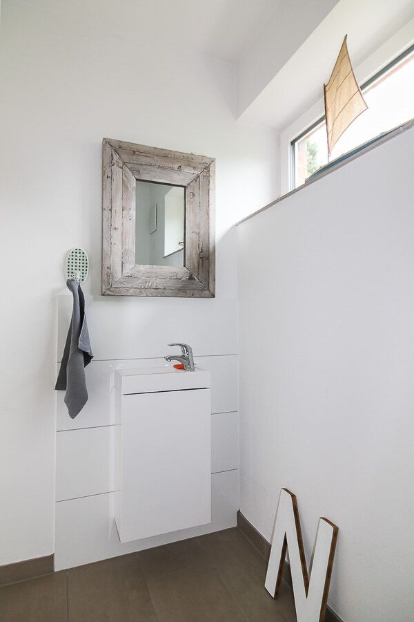 Gäste-WC weiß - Badezimmer Ideen Stadtvilla Haus Kiel ECO Massivhaus ...