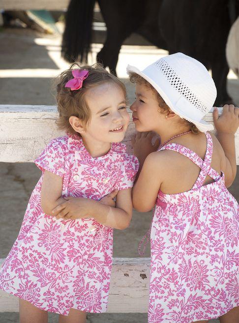 pequeños secretos en estampados alegres de vestidos para niña