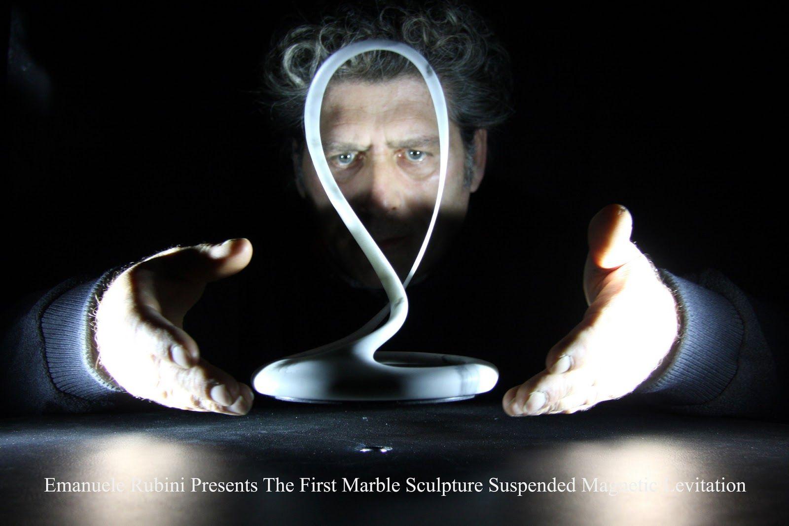 Emanuele Rubini Presenta la Prima Scultura In Marmo Sospesa a Levitazione magnetica