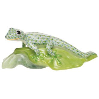 """Herend Hand Painted Porcelain Figurine """"Gecko On Leaf"""" Key Lime Fishnet Gold Accents."""