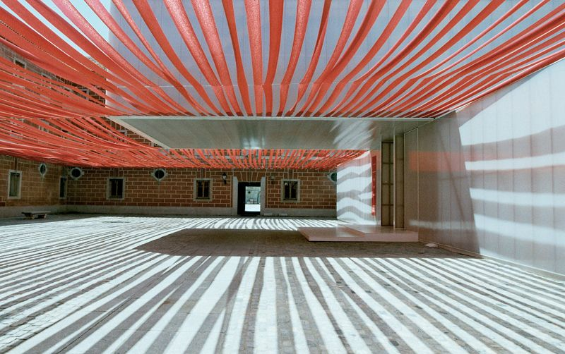 Swiss Pavilion at the Arco Artfair in Madrid by 2b architects (2003)