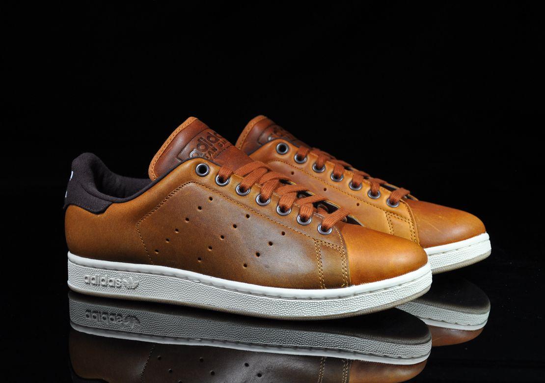 Nachdem Adidas Originals Bereits Vor Einigen Wochen Eine Schwarze Premiumvariante Des Stan Smith 2 Herausgebracht Ha Mode Fur Grosse Manner Sneaker Braun Adidas