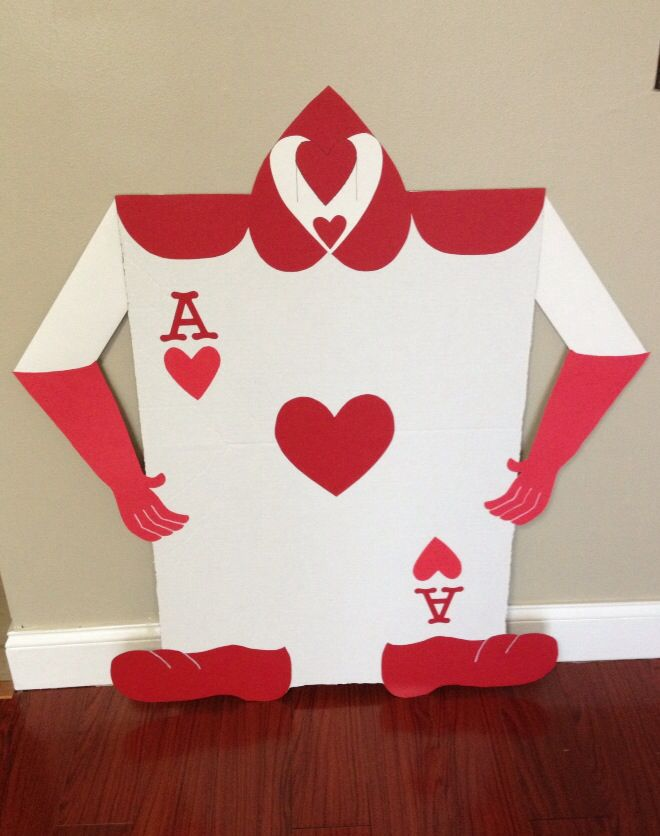 Card Soldiers I Made For An Alice In Wonderland Quinceanera Diy Party Decorations Wonderland Party Alice In Wonderland Party
