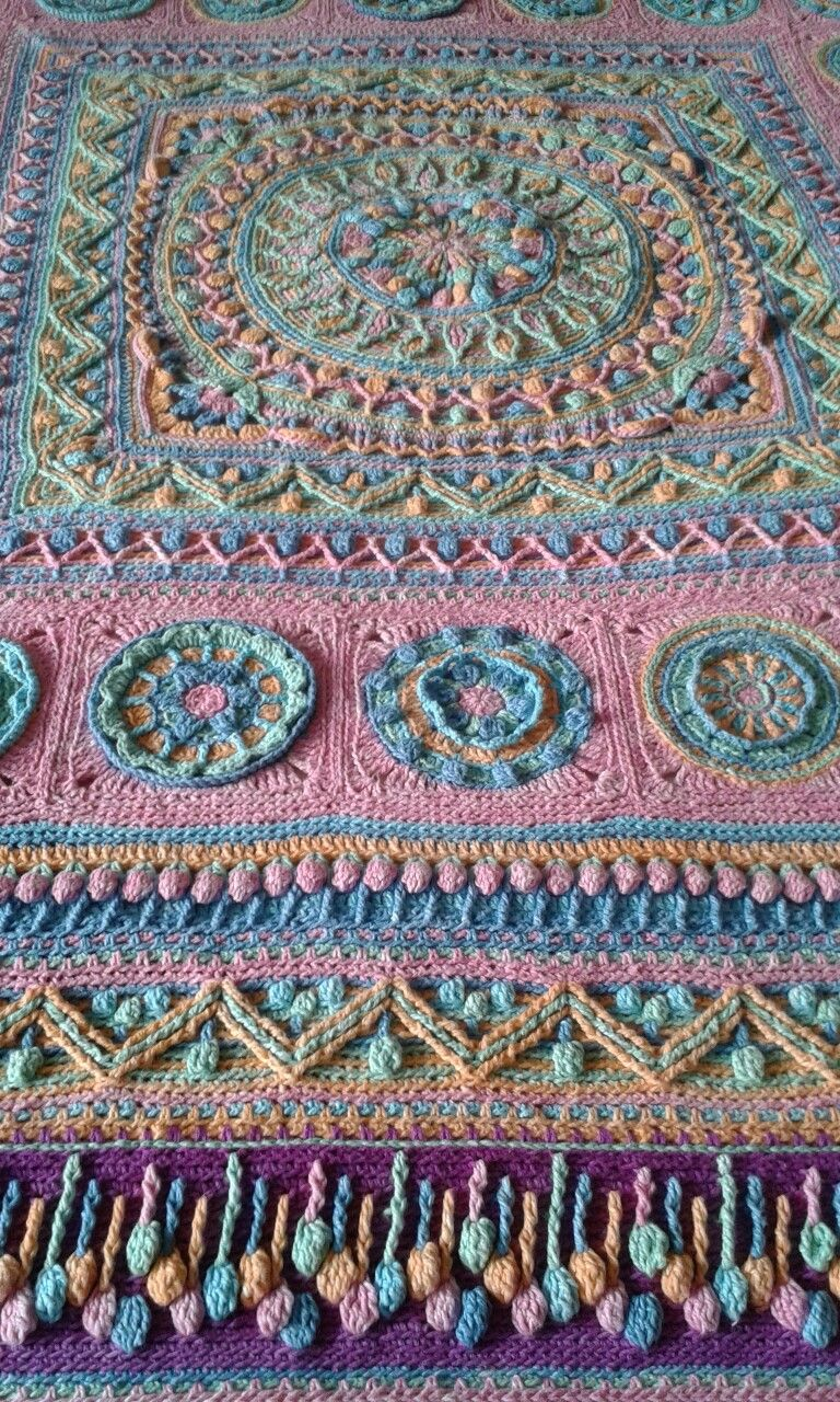 Lilla Bjorn dandelion winter blanket made by Leone Bergman | CIRCLES ...
