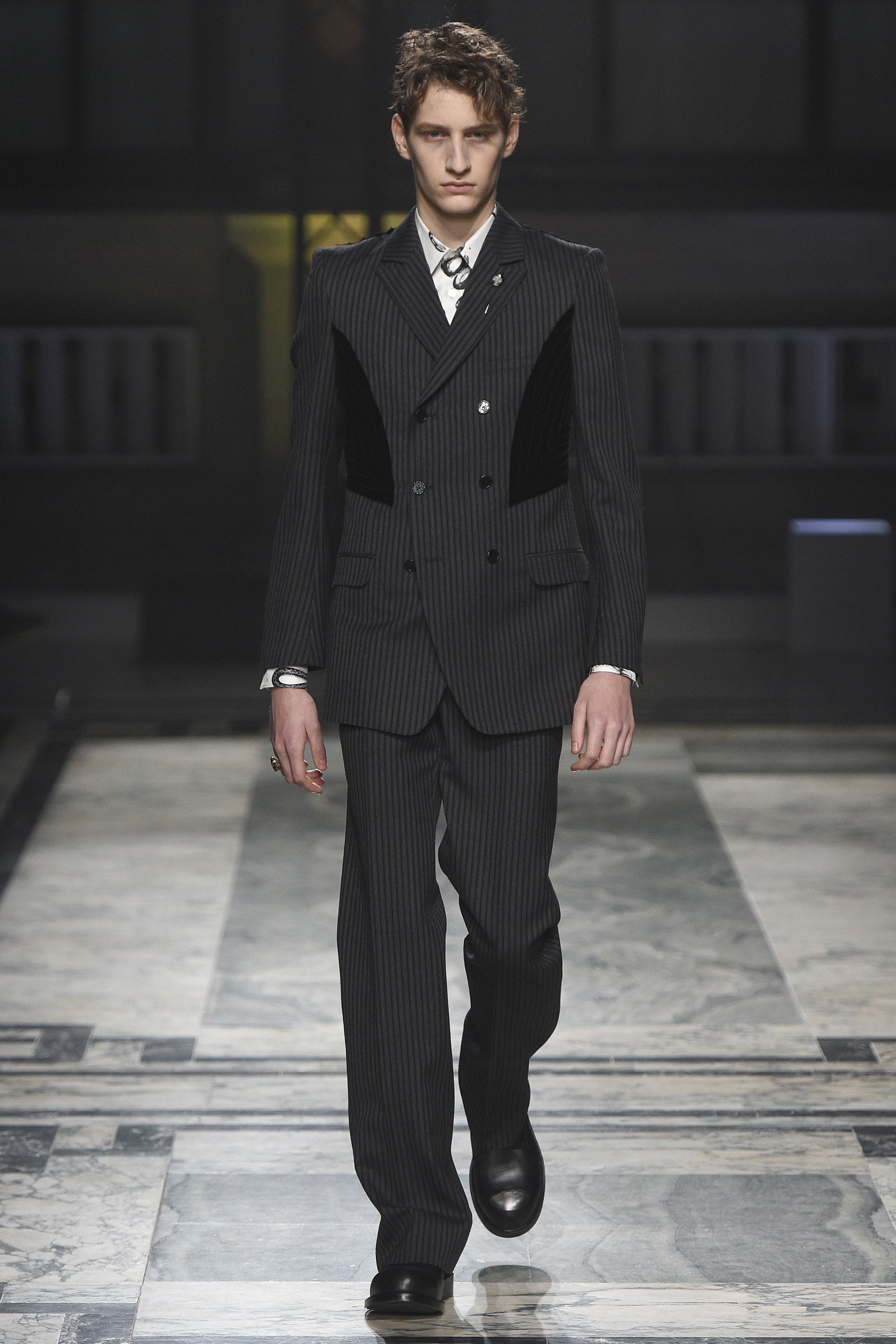 Alexander McQueen Fall 2016 Menswear Collection Photos - Vogue