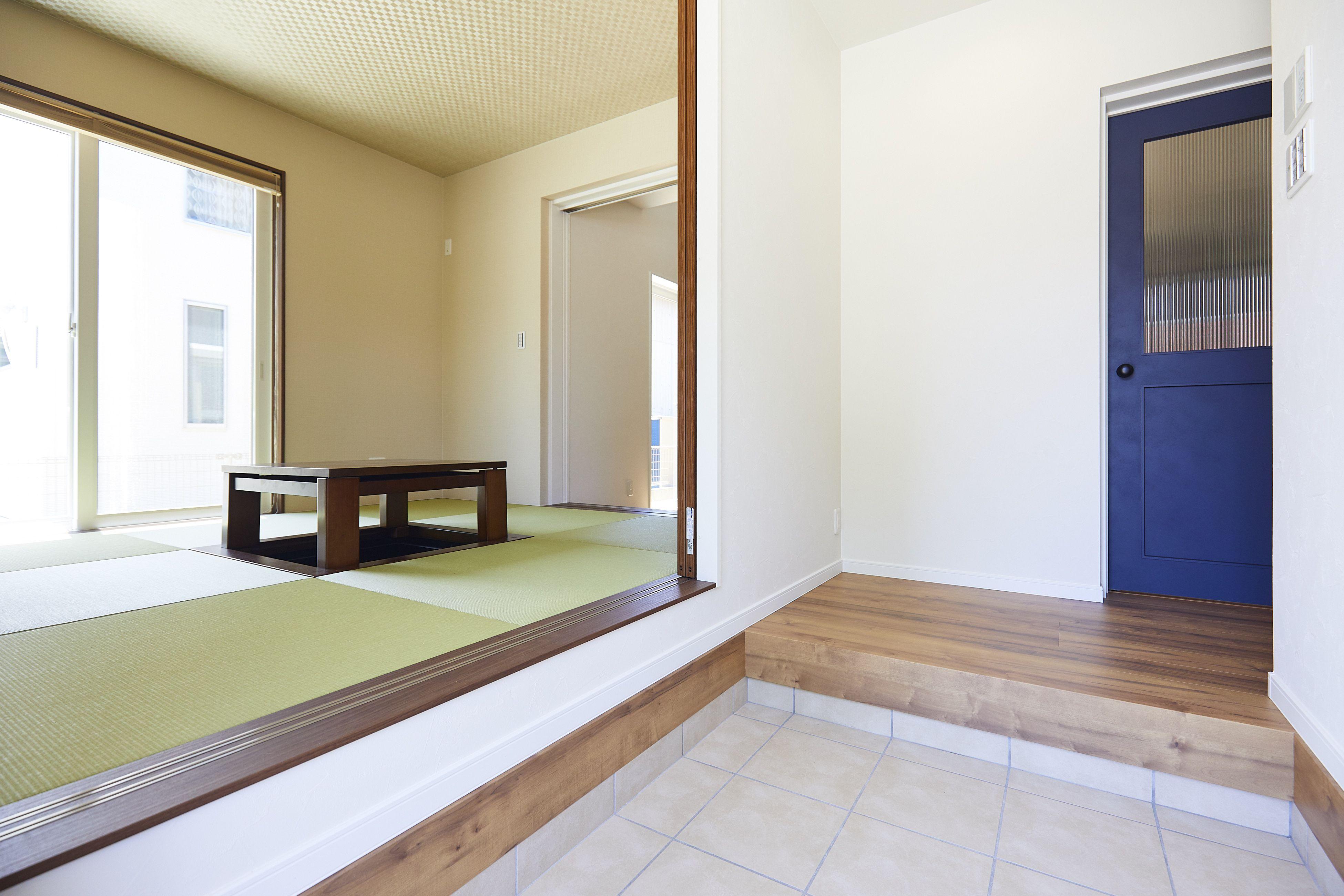 玄関からもリビングからもアクセスできる小上がりの和室 和室 小