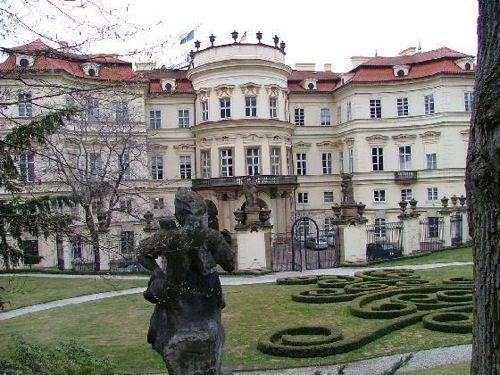 german embassy in prague Exteriores de la embajada alemana en Praga