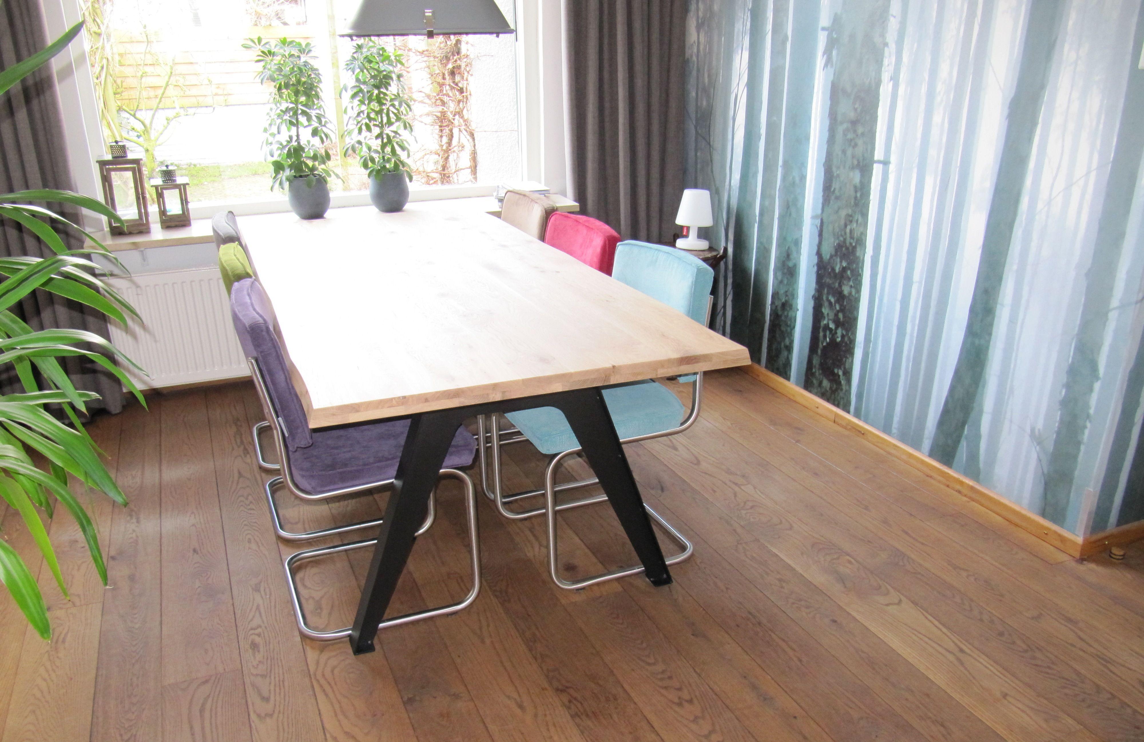 Zuiver Stoel Ridge : Sparrow tafel van dyyk olie met zuiver ridge rib stoelen