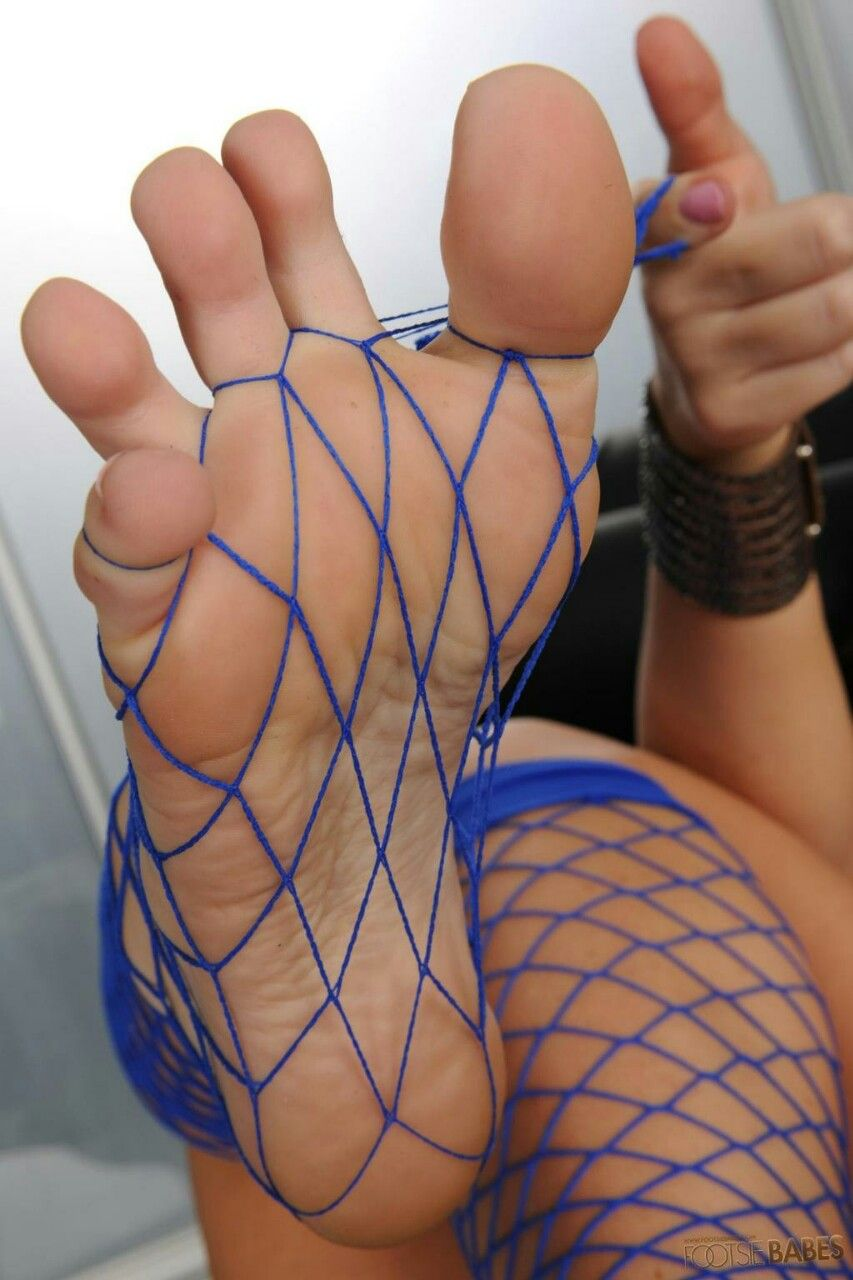 Pin di Vanessa Svalvolata su Feet