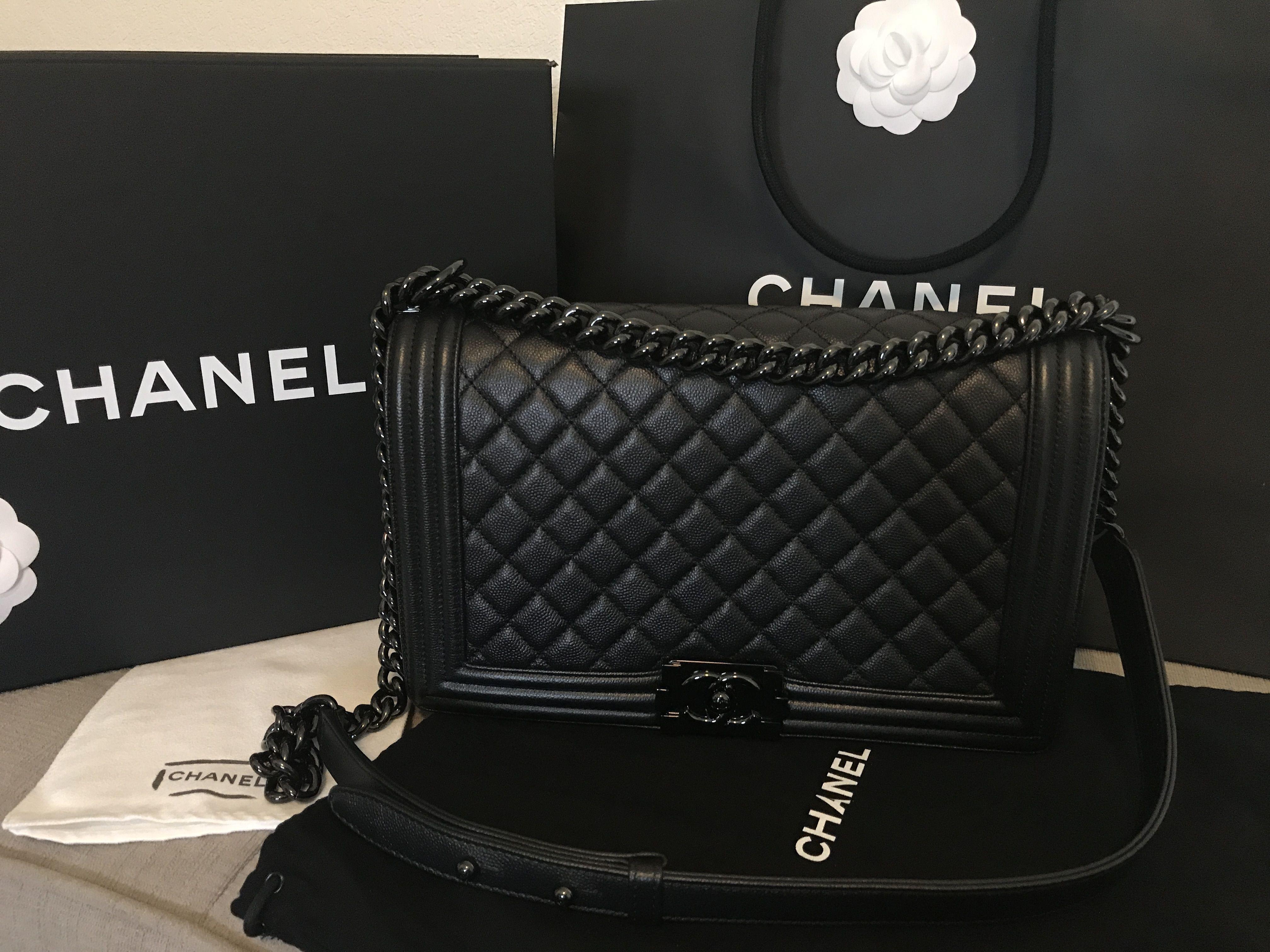 0872e772 Chanel Le Boy new medium So black ❤️ | Things to Wear ...