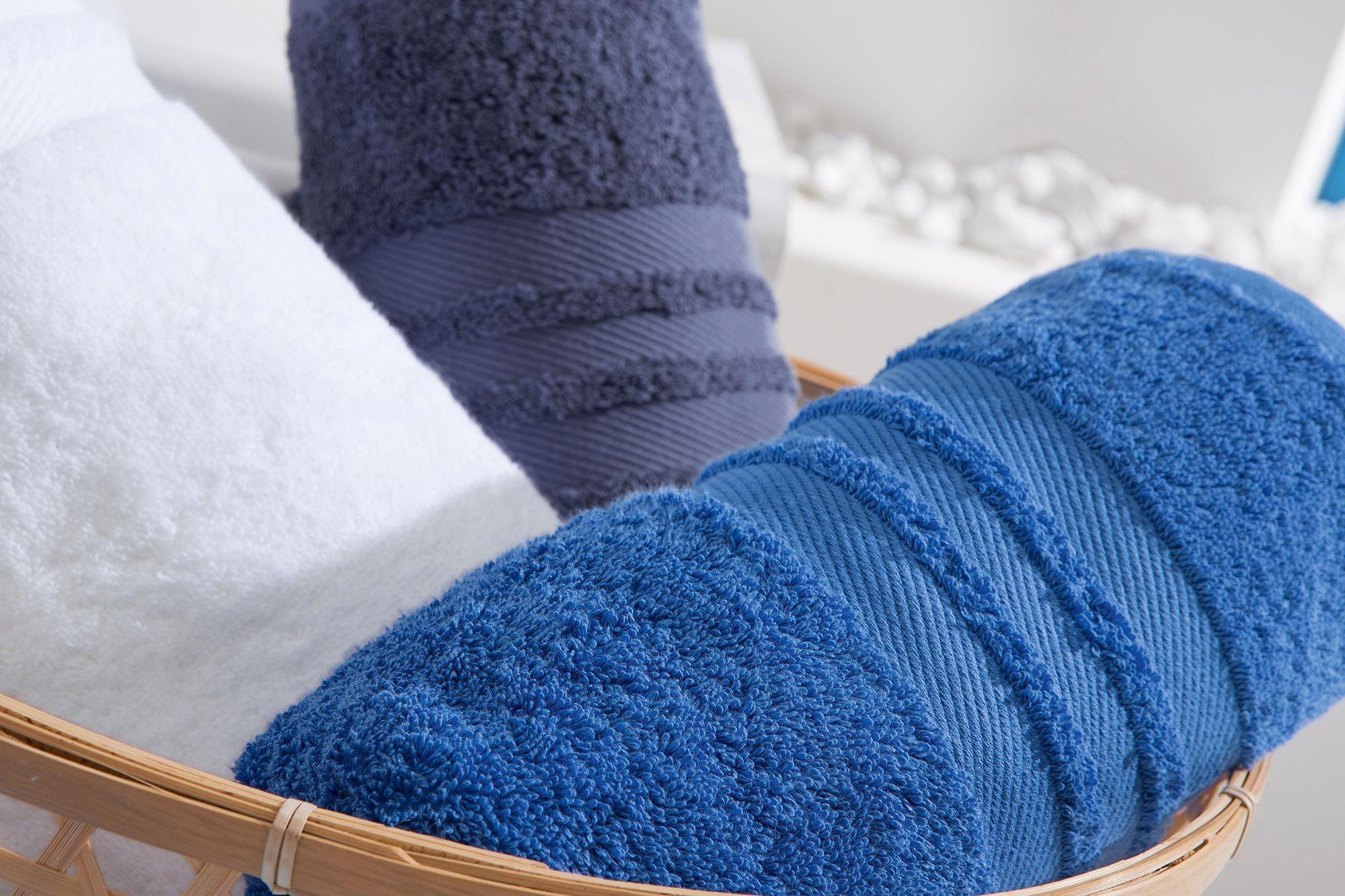 Weiß Und Blau Sind Klassische Farbe Für Das Badezimmer
