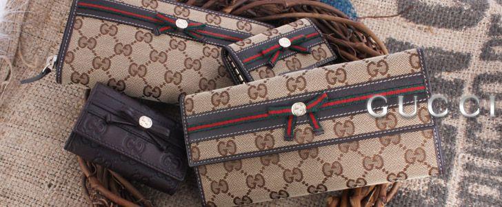 グッチ【Gucci】メイフェア ウェビングライン GG柄 長財布 ベージュ&ダークブラウン 256933。カード入れやポケットが充実しており、デザイン性だけではなく、機能性も兼ね備えています。シンプルなデザインは質の良さを一層際立たせています。洗練されたシンプルなデザインは、素材の上質さを際立たせています。スペック:お札入れ×2、小銭入れ(ボタン式)×1、カード入れ×7、ポケット×2。