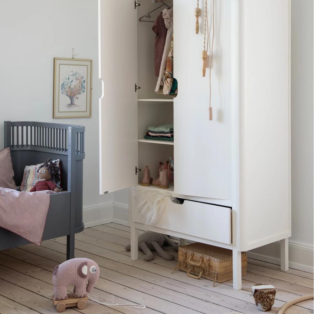 Sebra Kleiderschrank aus Holz, zweitürig mit Schublade