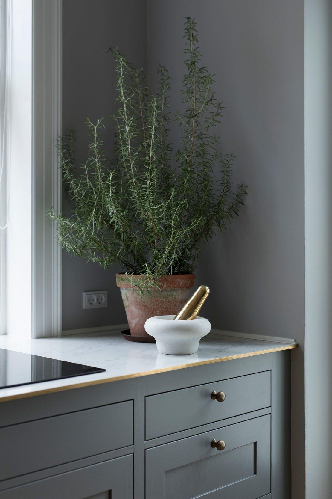 Kvänum kök Modern Classic Dalby Grå handmålad på ask | Farmhouse ...