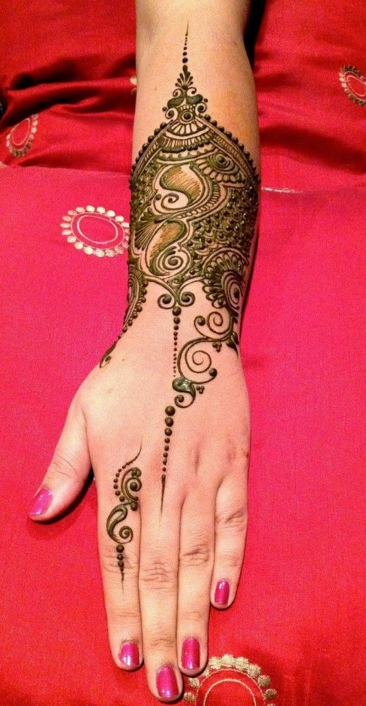 Latest and unique henna designs also eye catching tattoos on hand pretty cute mehndi rh pinterest