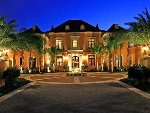 Beautiful Palm Tree Mansion Luxury Mansions For Sale Mansions Luxury Mansions