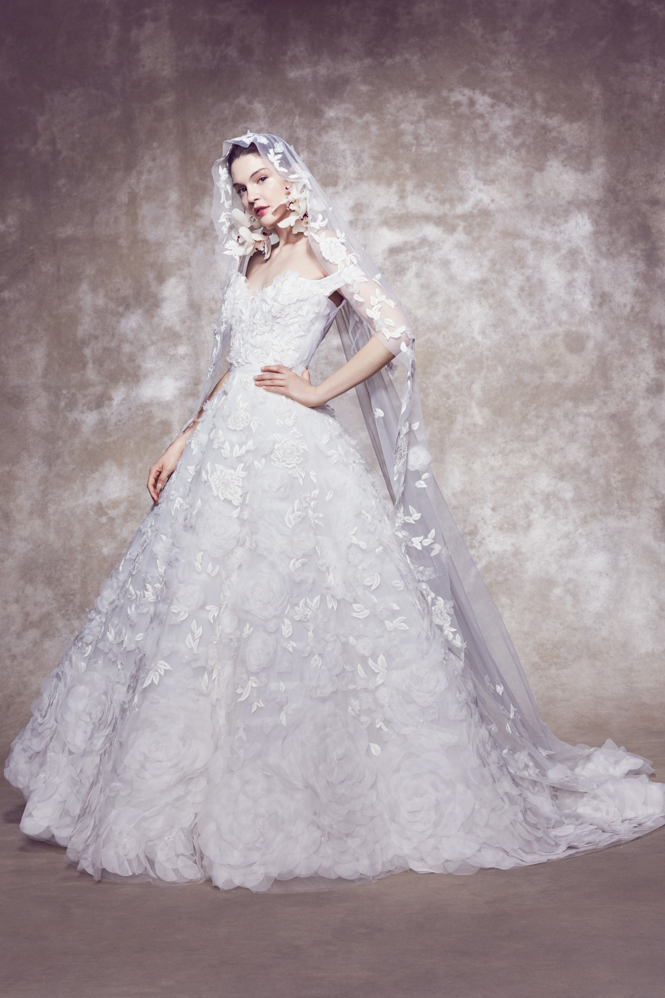Marchesa Bridal Primavera 2020 Sfilata Di Moda Nel 2020 Abiti Da Sposa Primavera Matrimoniale Stile Sposo