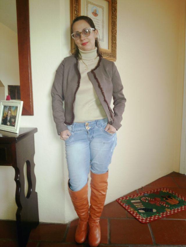 FEMINA - Modéstia e elegância: Blusa de lã manga curta com jeans e over the knee