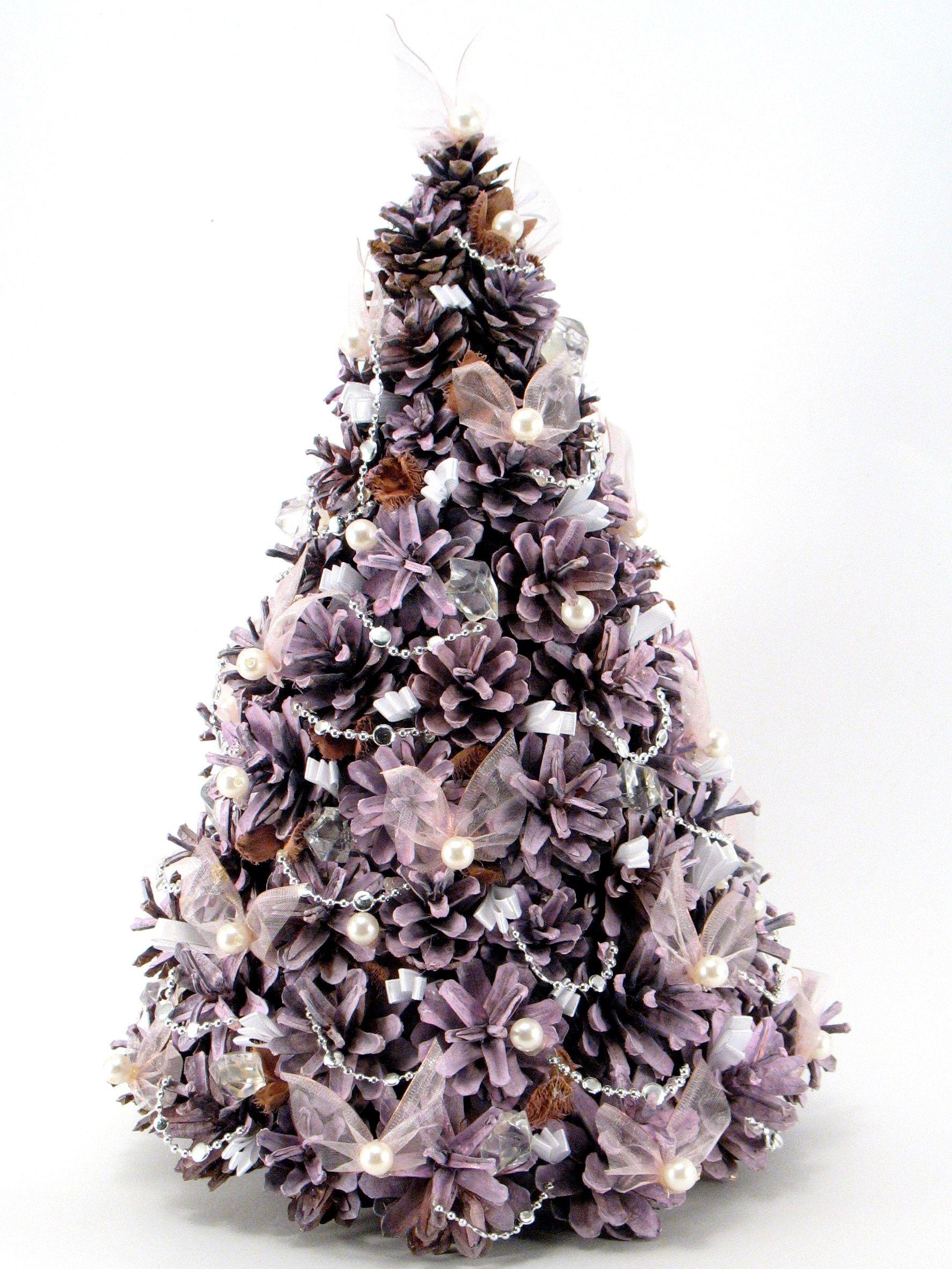 Rozowa Choinka Z Szyszek Ze Swiatecznymi Ozdobami Dora Decora Natural Christmas Decor Pine Cone Christmas Decorations Christmas