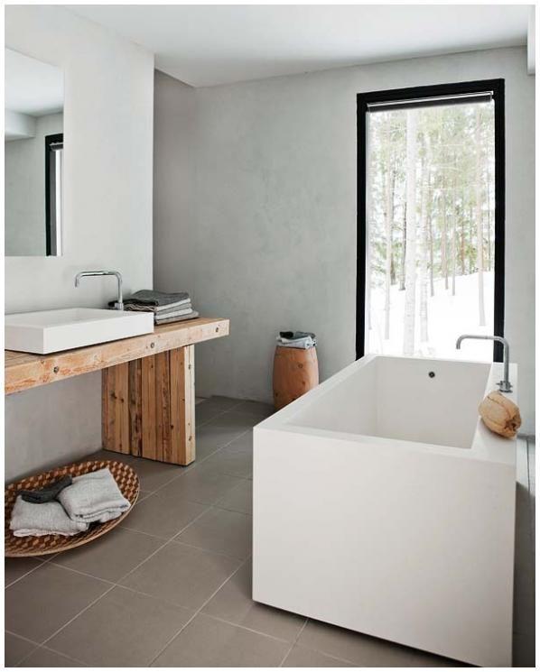 baño minimalista, bañera exenta de formas rectas, encimera de madera ...
