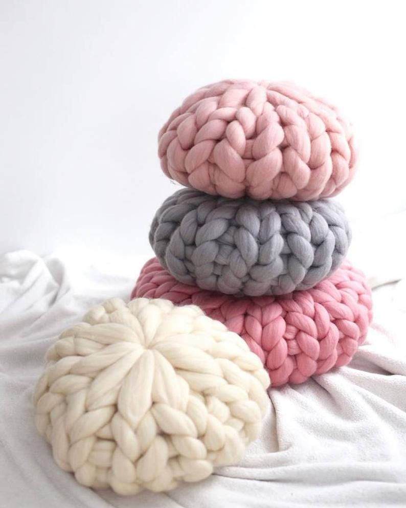 Chunky Knit Pillow, Decorative Pillow, Decorative Cushion, Gift for her, Housewarming gift, Round Pillow, Merino wool, Extreme knitting