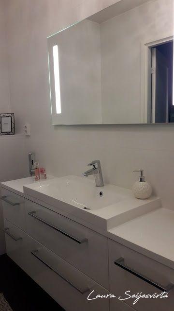 Kartell/Stone/Stone-jakkara wc-tilassa/Maze/Crown/Crown-naulakko/ Black/ Ikkuna vessassa/Valopeili/ seinäwc/Cello/ Kromiset vetimet/Anno/Villamatto/Coincasa/ valoisa ja vaalea wc-tila/Ido-seinäwc/ Iiittala/ Kastehelmi/ Concasa/Bathroom/Toilet/Wc