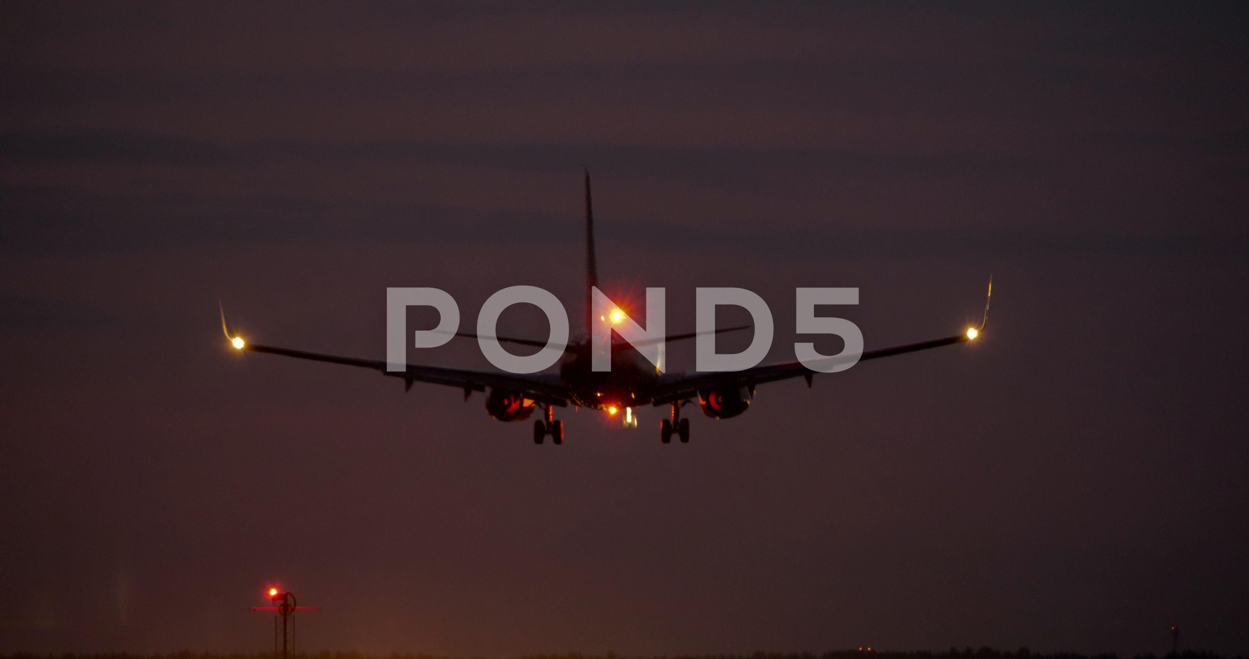 4k Airplane Landing At Night On Runway Ad Night Landing