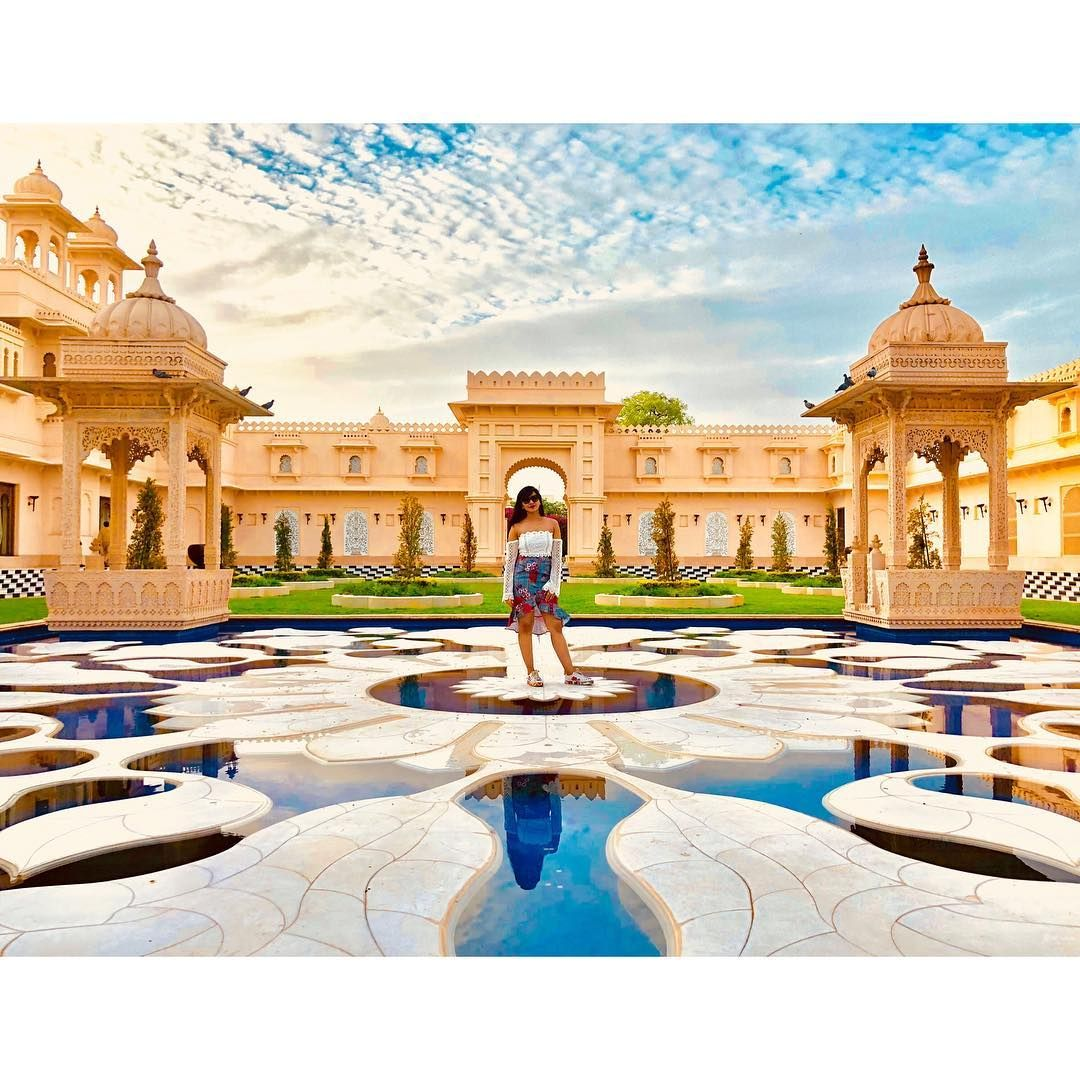 Resorts provide you with the feel of the grandeur which was the privilege of the kings and queens in the old days. Opt for it when in 📸PC: @deekshitaj
