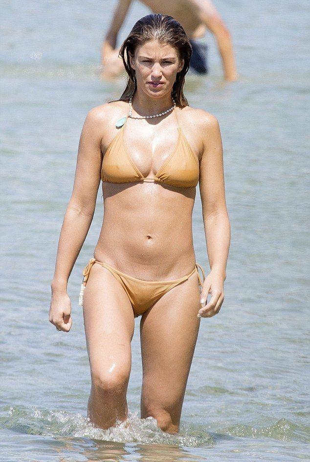 Sexy Girls Bikini Falls Off