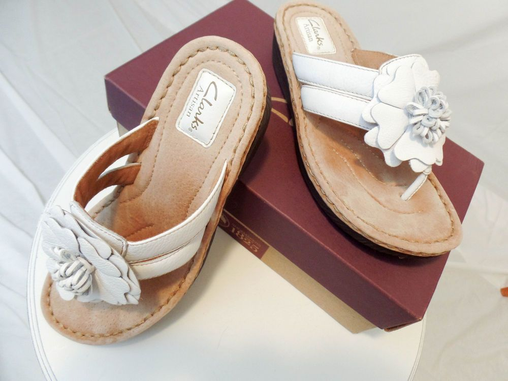 clarks thong sandal with flower