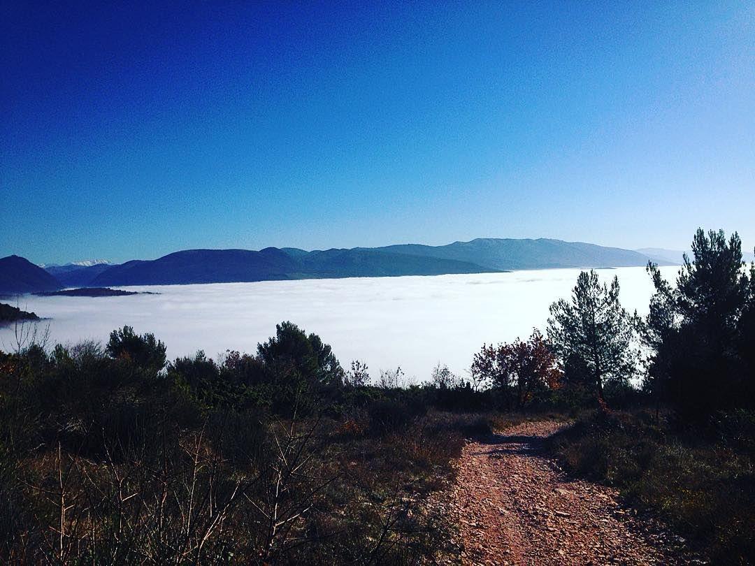 On instagram by scoste93 #landscape #contratahotel (o)  Un mare di nebbia...! #mtb #mountain #collepino #spello #italy #bike #land  #nebbia #sea #beautiful #day #happy #friends #happyday #canyonbike #canyon #singletrack #track #beast