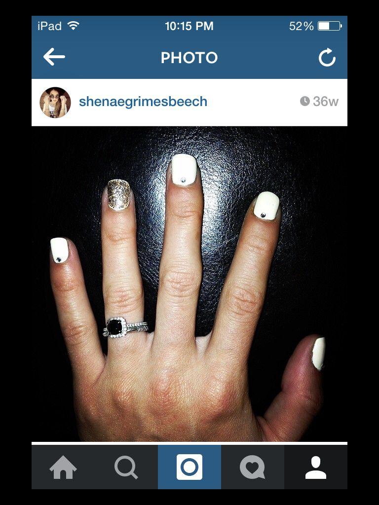 I Freakin Love Shenae Grimes Beech S Engagement Ring So Beautiful Josh Has Really Good Tas Celtic Wedding Bands Christmas Gift Jewelry Shenae Grimes Wedding